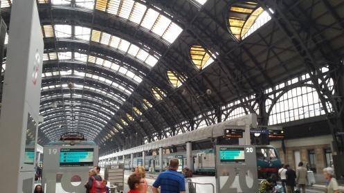 Estação Central de Milão. Esse lugar é GIGANTE