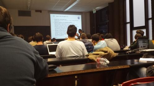 Não é a melhor foto do mundo, mas dá pra ter uma ideia de como é a aula...
