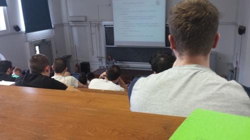 Acho que esse é o sonho de todo estudante universitário: ter aula em uma sala-auditório