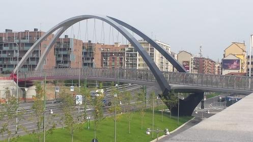 Pontes bonitas espalhadas pela cidade - ou seria um viaduto? Ou uma passarela? Algum(a) arquiteto(a) pra me ajudar?
