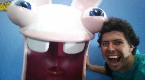 Nota: selfie com estátuas de coelhos gigantes não dão certo.